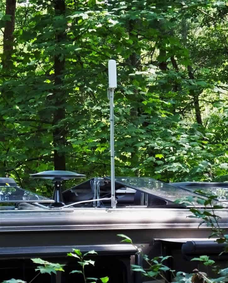 RV omnidirectional antenna on a three foot aluminum mast.
