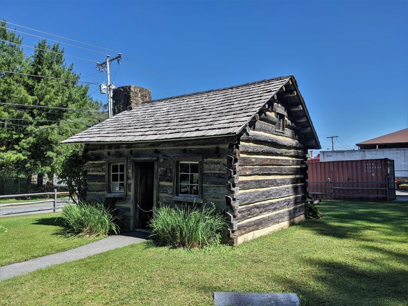 Old log cabin used in first half of 1800s